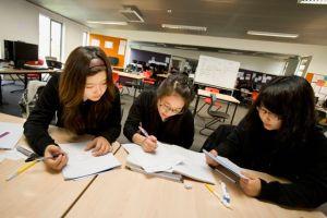 Ashs-students-studyingMosborneWikimediaorg